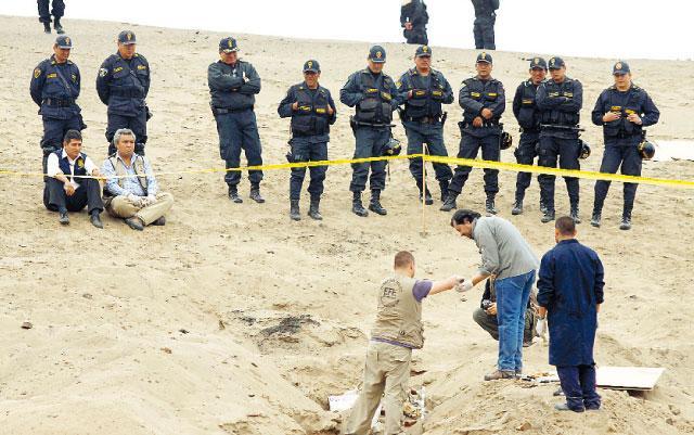 Hallan restos óseos en playa La Tiza